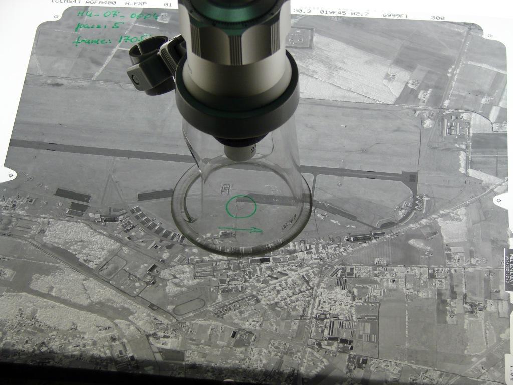 Matériel militaire photographié par les forces aériennes hongroises dans le cadre d'une mission Open Skies en 2007 (source : Organisation pour la Sécurité et la Coopération en Europe).